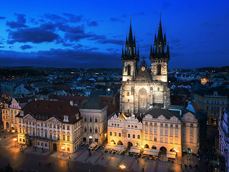 Prague_Czech_Republic_Houses_Evening_Sky_Street_517426_800x600